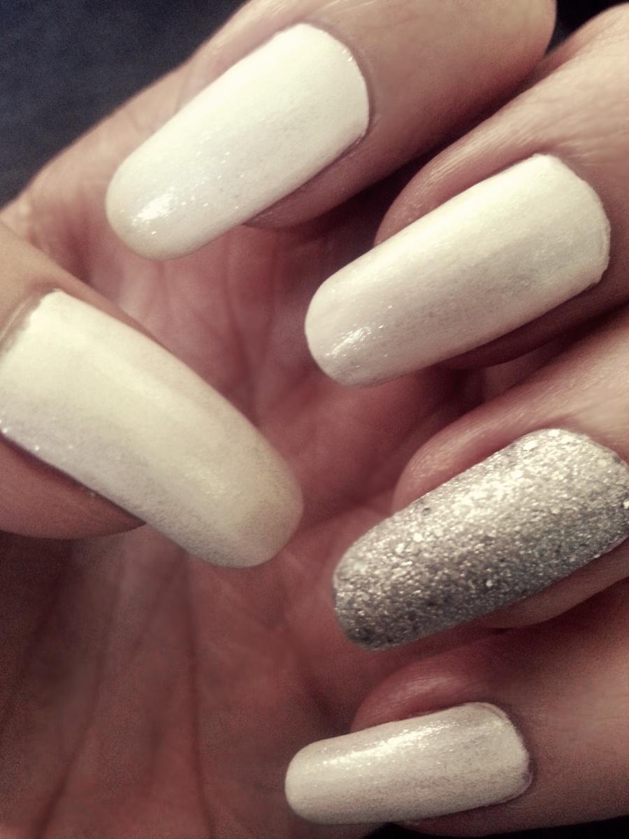 White & Silver Manicure ♥